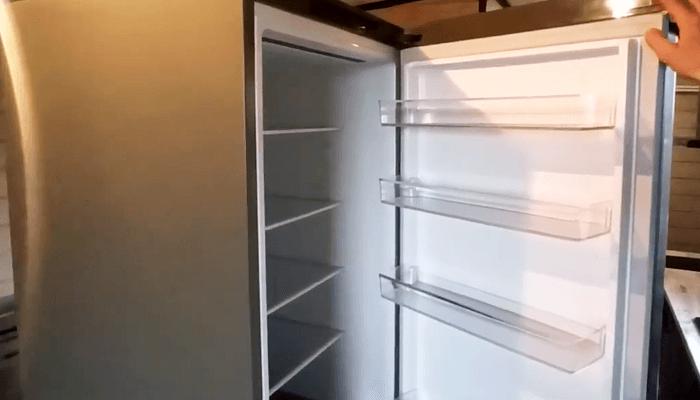 Когда провисла дверь холодильника, что делать